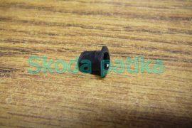 Skoda Octavia I. első kis hangszóró háromszög borítást rögzítő patenthez hüvely