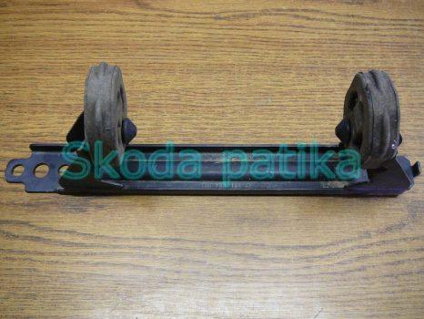 Skoda Octavia 2 első kipufogó tartó bak