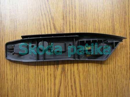 Skoda Superb első lökhárító bal vezető profil