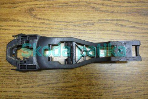Skoda Fabia Octavia 1-2 és Superb bal külső kilincs kengyel