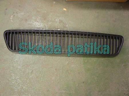 Skoda Fabia első lökhárítóba középső műanyag rács 2004-től;